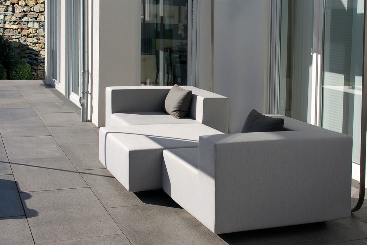 Exklusives Balkonsofa als Outdoor Loungemöbel