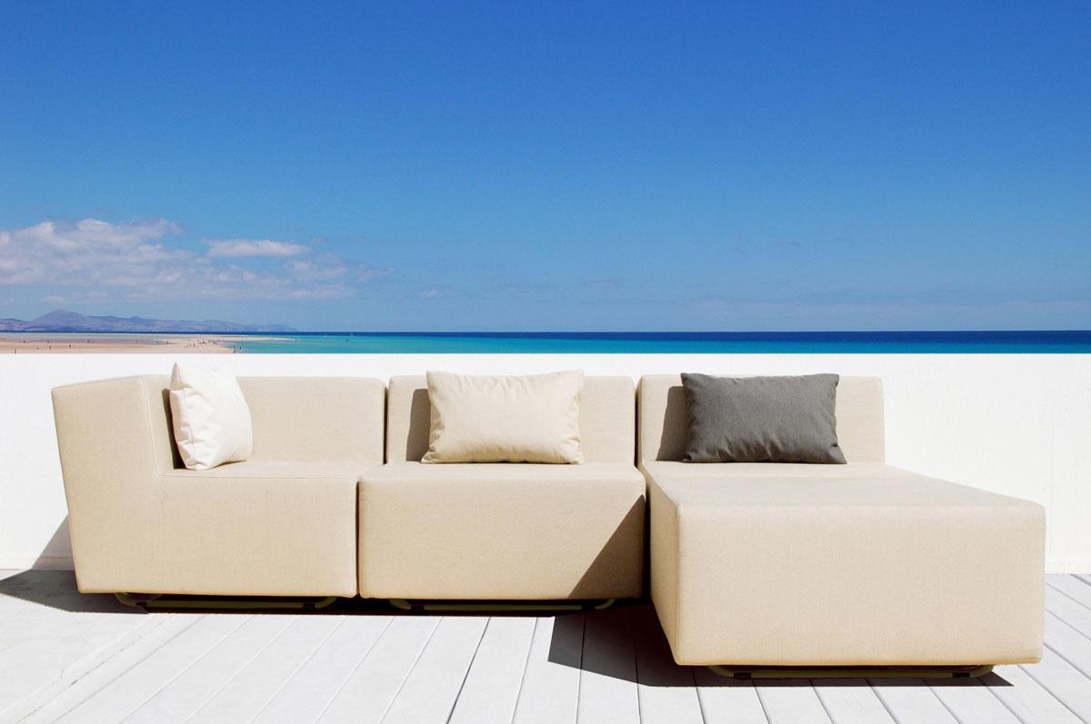 Terrassenmöbel Lounge Set auf Balkon mit 2 Outdoor Lounge Sesseln, Hocker, Eckmodul
