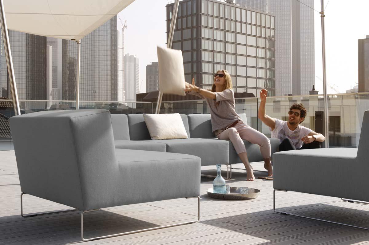 Wetterfester Lounge Sessel auf Terrasse