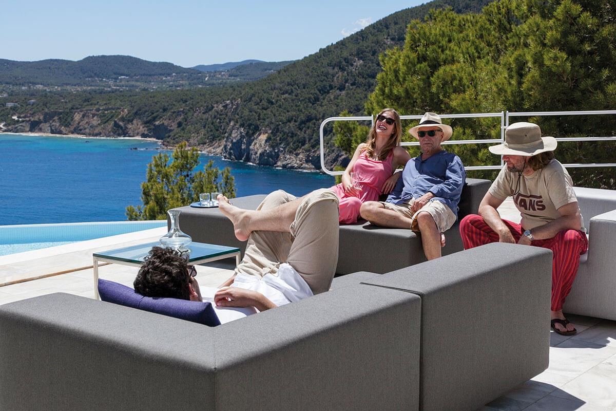 Garten Lounge Set auf Terrasse mi 2 Lounge Sitzgruppen