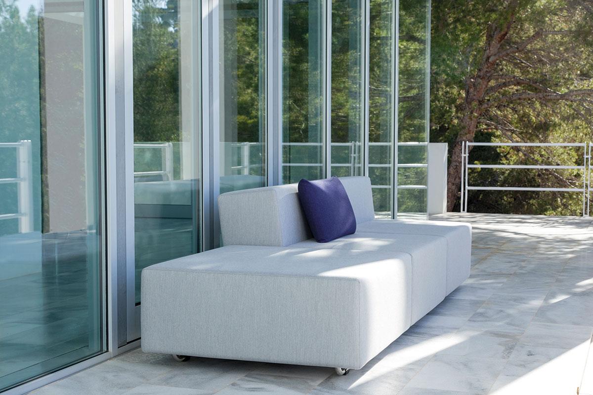 Luxuriöse Gartenmöbel auf der Terrasse